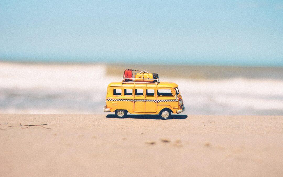 Qué debes empacar para un viaje a la playa