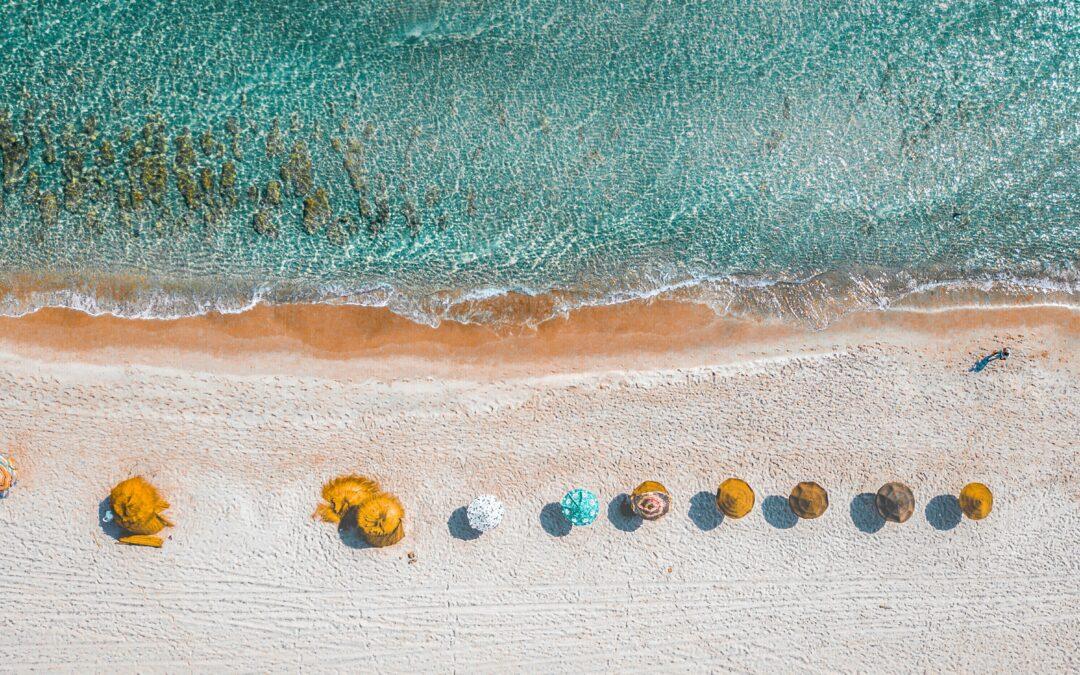 ¡Nos vamos a la playa! Bolsos playeros y neceser ¿cuál es tu indispensable?